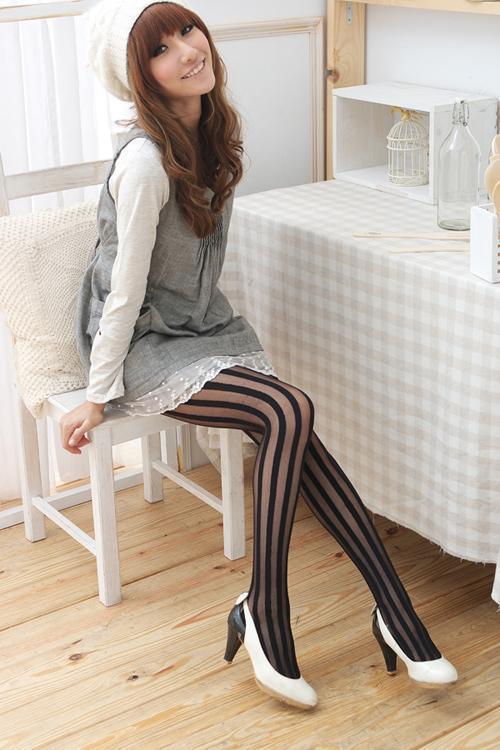 不透明直條紋透明褲襪.
